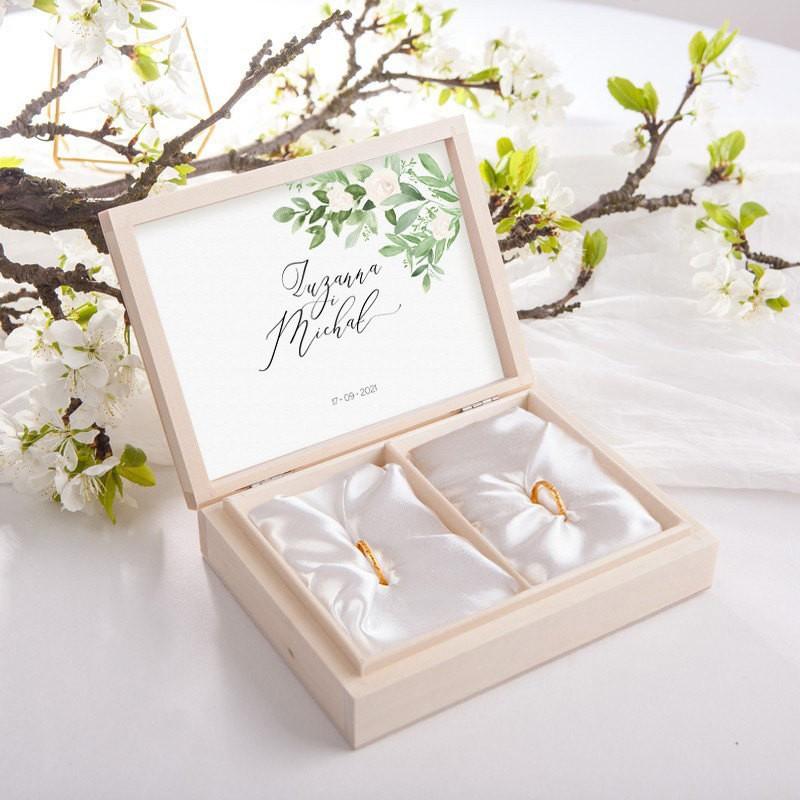 PUDEŁKO na obrączki drewniane Delikatne Kwiaty Z IMIONAMI