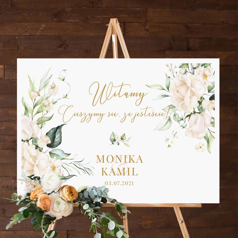 Tablica powitalna z motywem białych kwiatów i botanicznych elementów