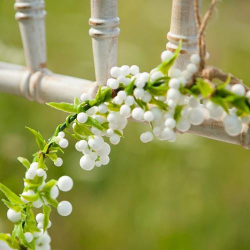 WIANEK dekoracyjny Białe Kuleczki 22cm