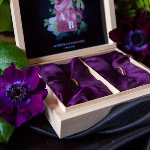 PUDEŁKO na obrączki drewniane Flora Dark
