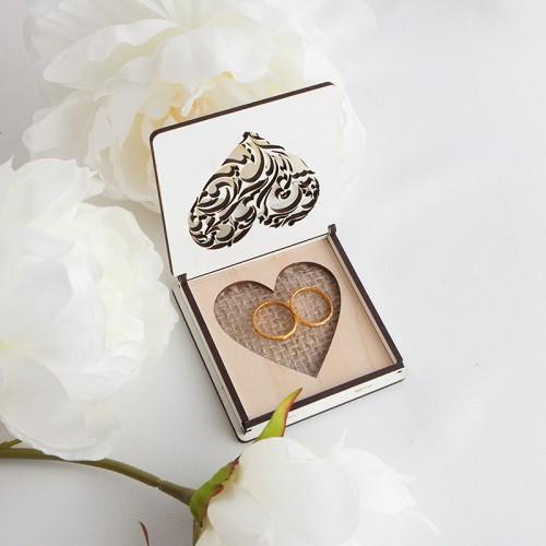 PUDEŁKO na obrączki drewniane z jutą Ażurowe Serce