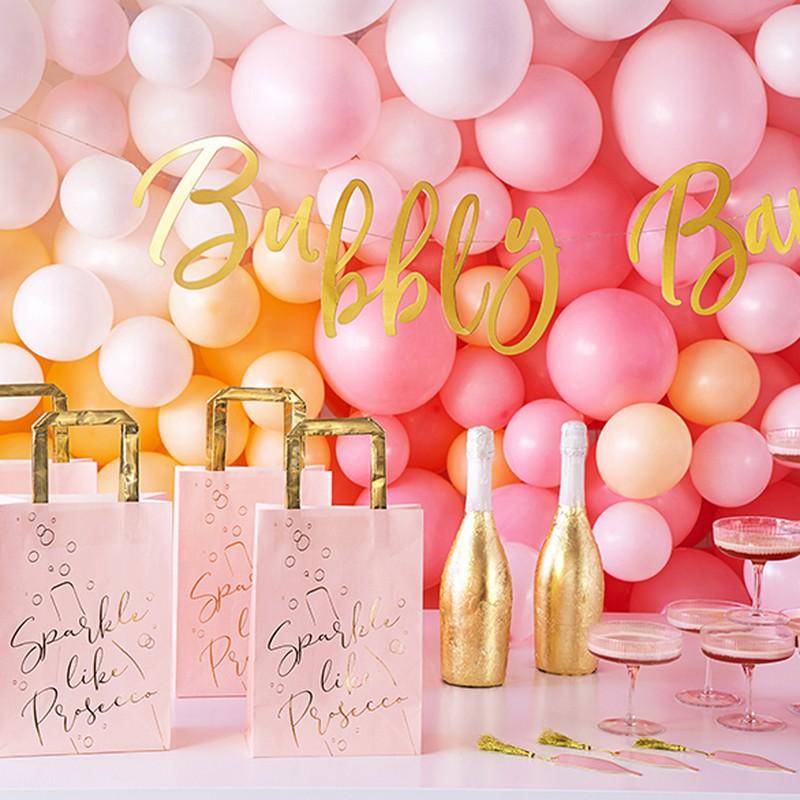 Różowe dekoracje na Wieczór Paneński