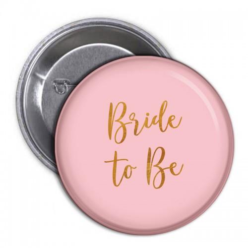 PRZYPINKA jasnoróżowa ze złotym napisem Bride to Be (8)