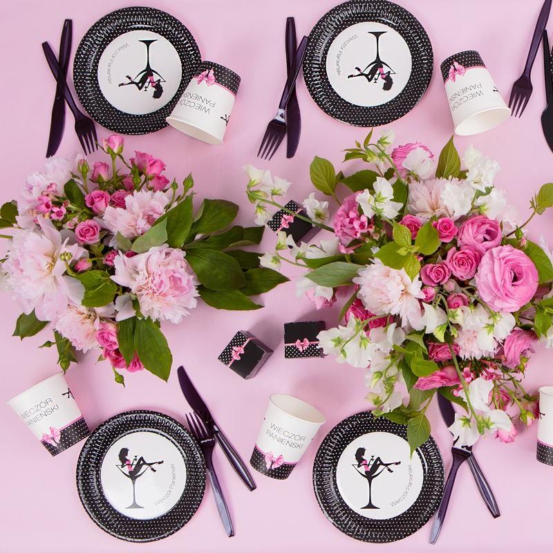 dekoracje na wieczór panieński w kolorze różowym i czarnym