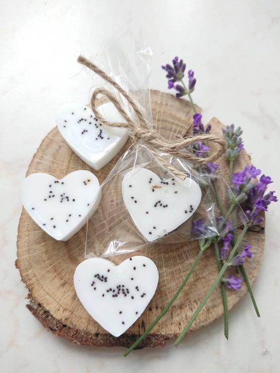 Zapachowe mydełka jako podziękowania dla gości weselnych