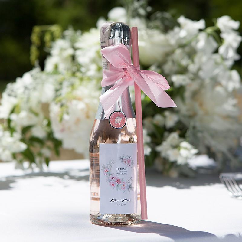 Butelki szampana jako pomysł na upominki dla gości weselnych